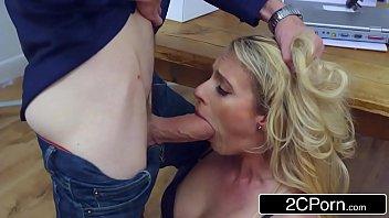 Gpguia porno com loira sexual mostrando como transar no trabalho