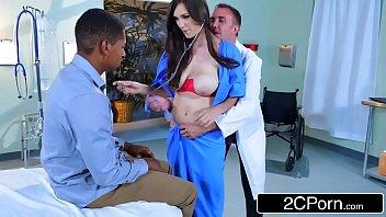 Sex porno com medico pegando a namorada do amigo