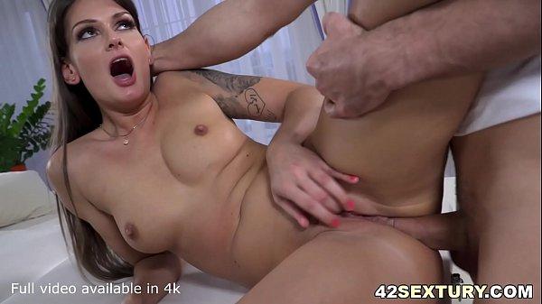 Vídeo porno anal com loira sexy